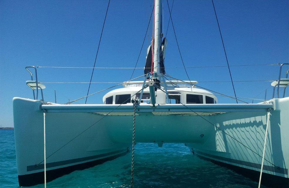 Catamarán y barco en Valencia
