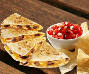 Free Chips & Salsa When You Purchase a Taco Bell Steak DoubleDilla