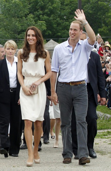 123999-kate-middleton-and-prince-william-in-canada-day-4