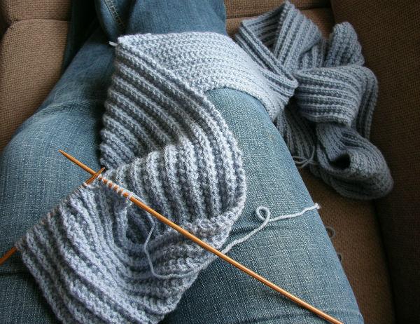 logan-scarf-knitting