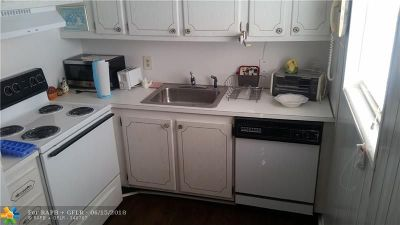 Deerfield Beach FL Condo/Townhouse For Sale: $74,900