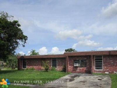 Tamarac FL Single Family Home Pending Sale: $209,900