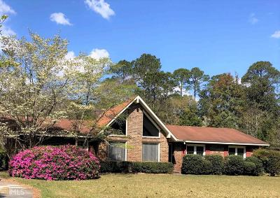 Single Family Home For Sale: 59 Golf Club Cir