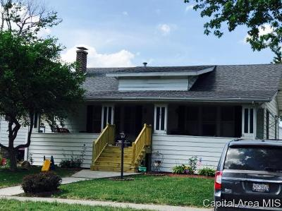 Taylorville IL Single Family Home For Sale: $69,900