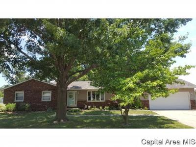 Taylorville IL Single Family Home For Sale: $162,500