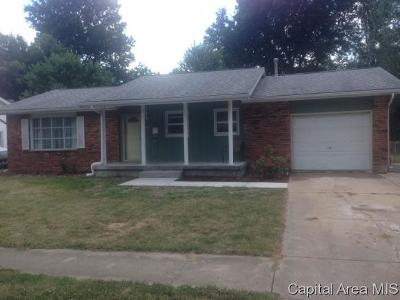 Taylorville IL Single Family Home For Sale: $87,900