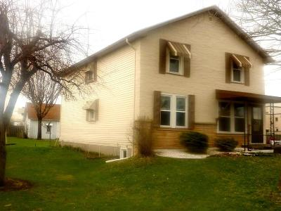 Marinette WI Multi Family Home For Sale: $85,000