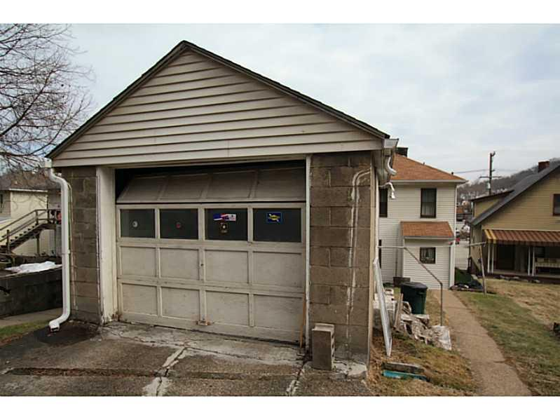 Listing 756 s main st greensburg pa mls 1043240 for Home builders greensburg pa