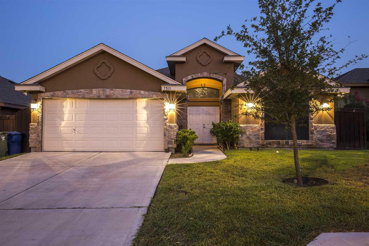 Listing 7511 rob brogan ct laredo tx mls 20152971 for Home builders in laredo tx