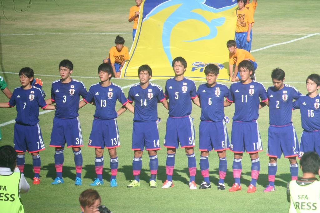 試合に臨むU-18日本代表の先発メンバー。三好康児は背番号7。板倉滉は背番号5