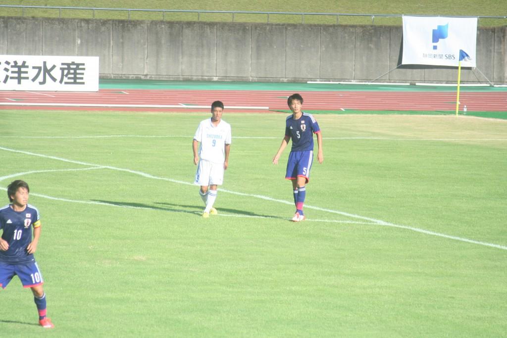 ゴールを決めた静岡ユースのFW加納㊧と板倉