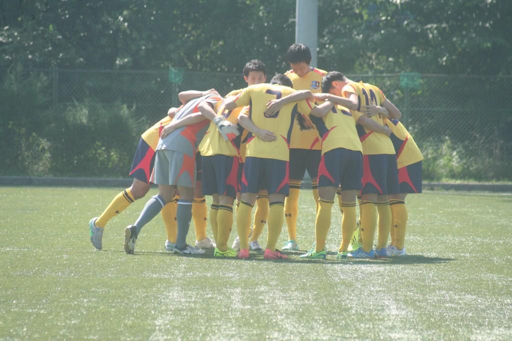 試合前円陣を組むLB-BRB TOKYOの選手たち