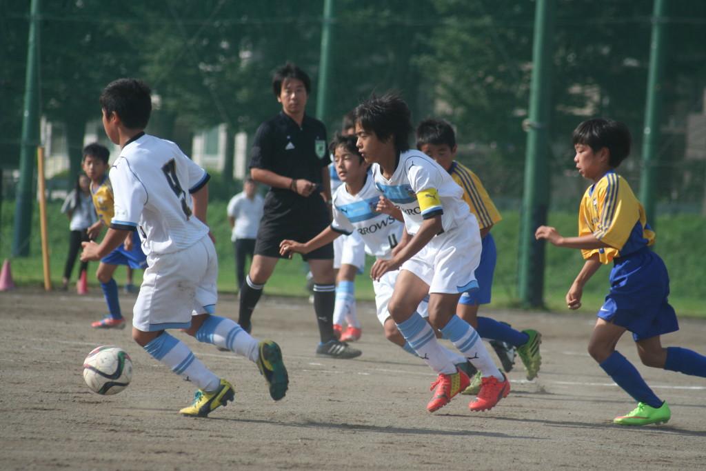 小室愛樹選手、山田新己選手を中心によくボールを動かした