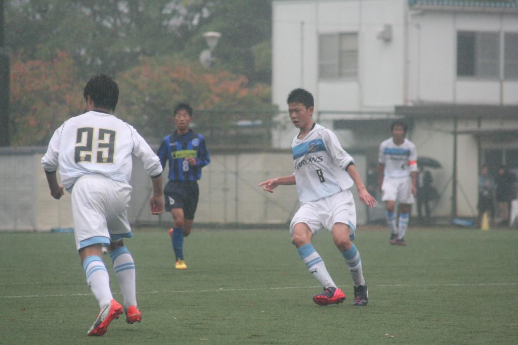 間でうまくボールを受けるプレーが目立った小川達也選手