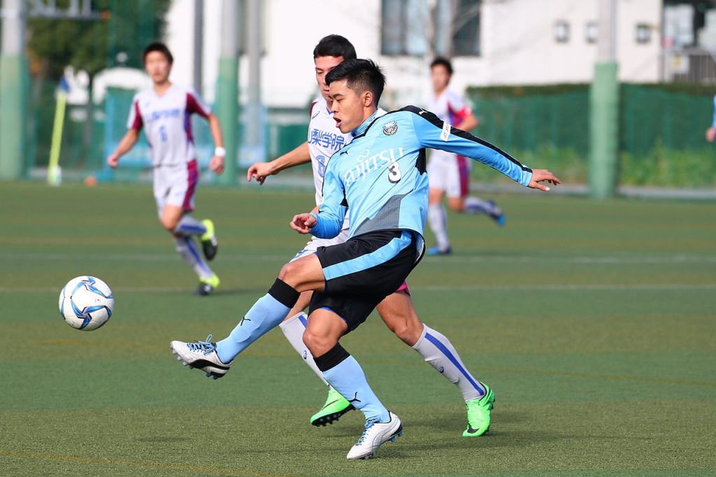 後半は高い位置から仕掛けた島崎選手