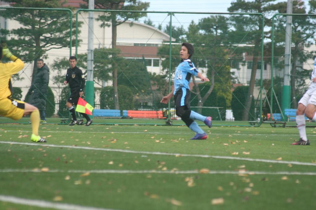 勝ち越されたが、小川真輝選手が同点ゴールを決めて再び追い付く粘りを見せた