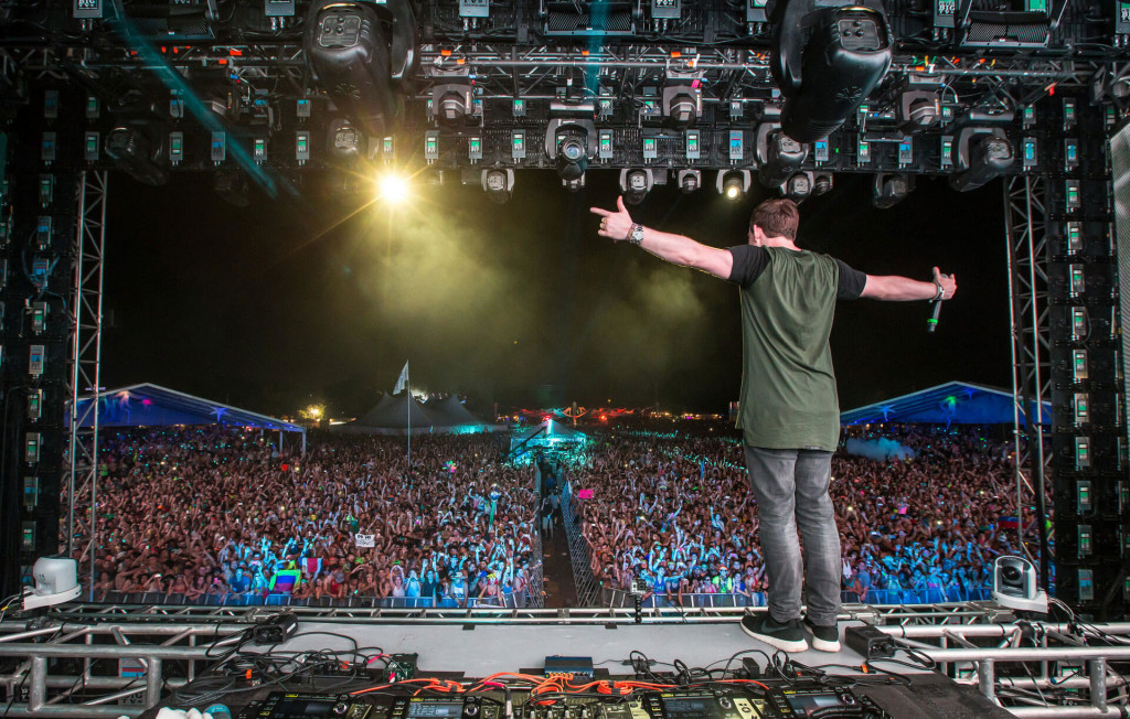 Hardwell performing at Sunset Music Festival 2014