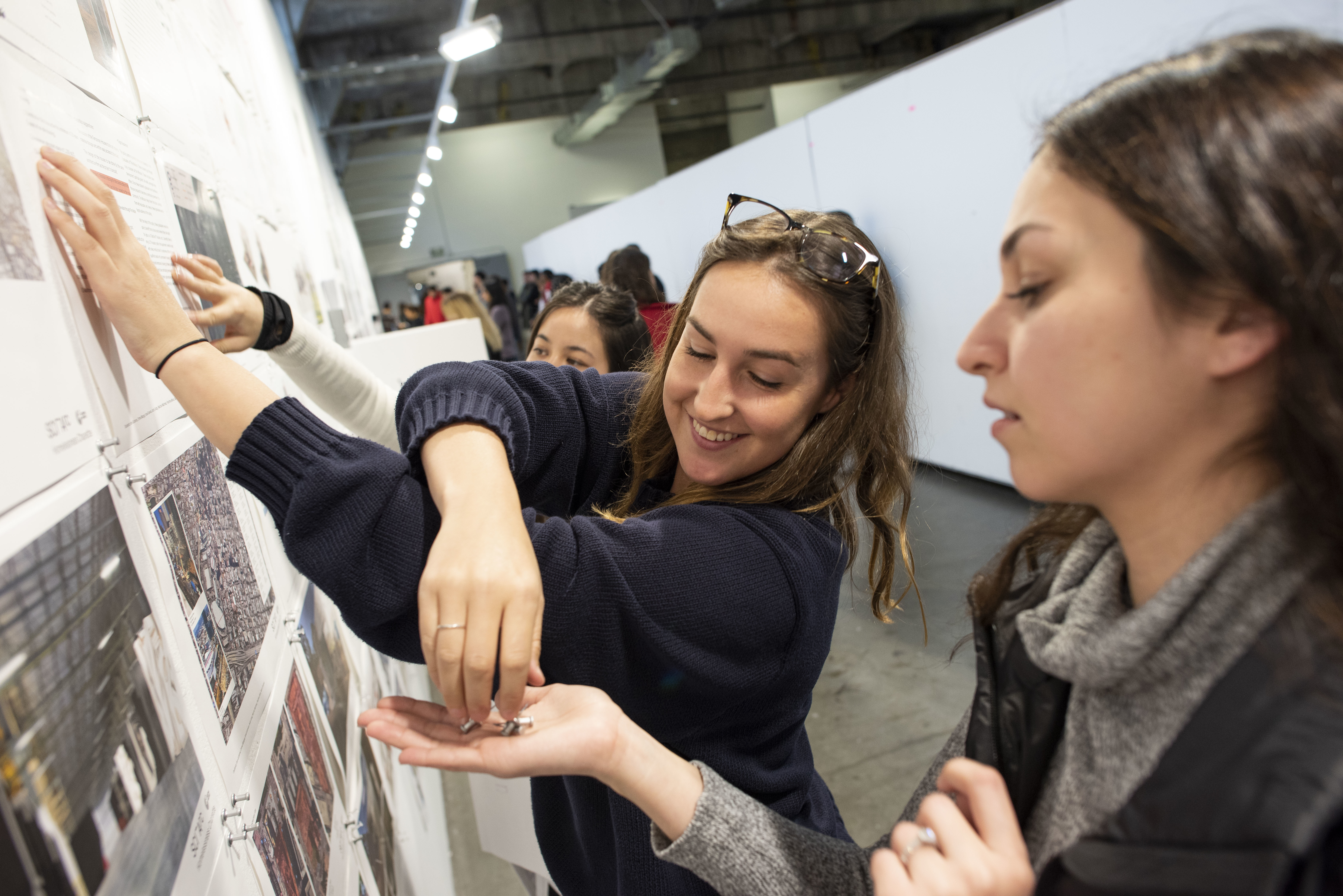 Students pinning up during SCI-Arc's 2019 Homelessness Charrette