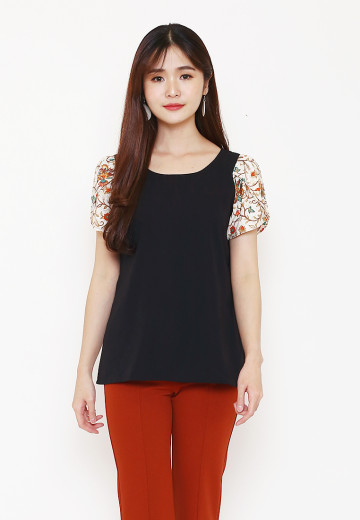 Thia Tulip Top in Black image