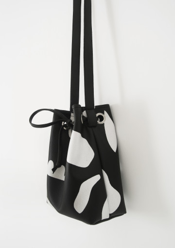 TANDA BUCKET BAG image