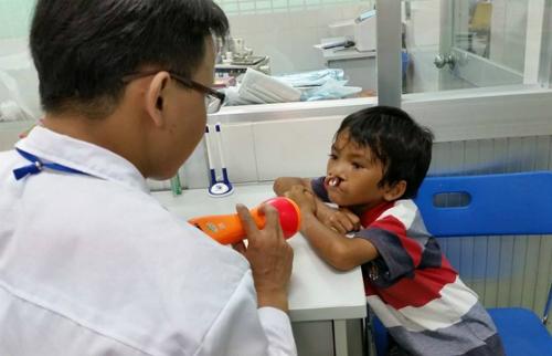 Các bác sĩ sẽ dựa trên kết quả kiểm tra để quyết định ngày mổ chính xác cho bé. Ảnh: Facebook Tran Thi Thanh Loan.
