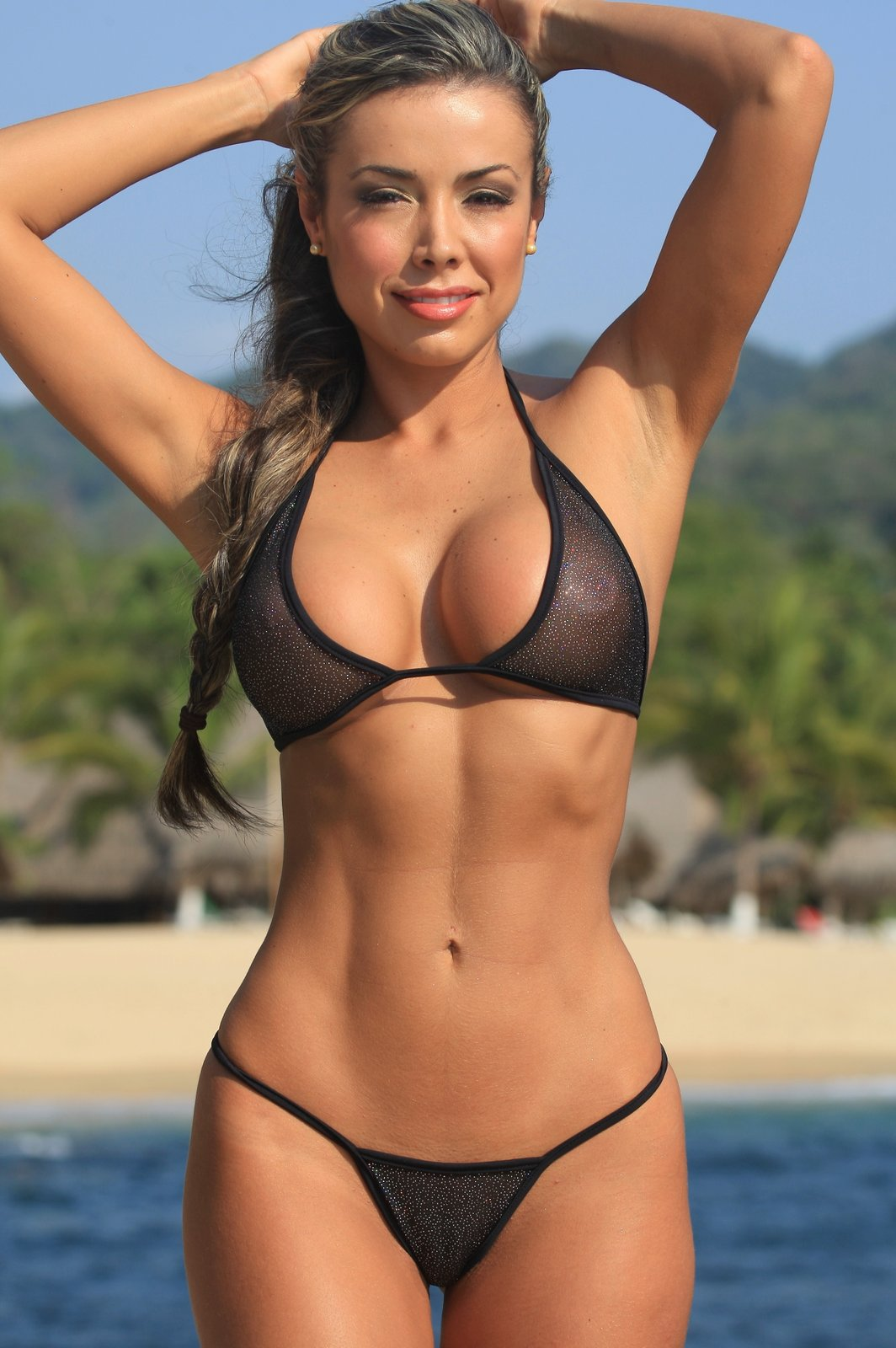 foto-modeley-v-mikro-bikini
