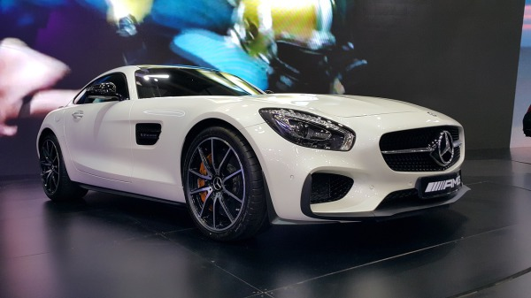sports-cars-748474_1280