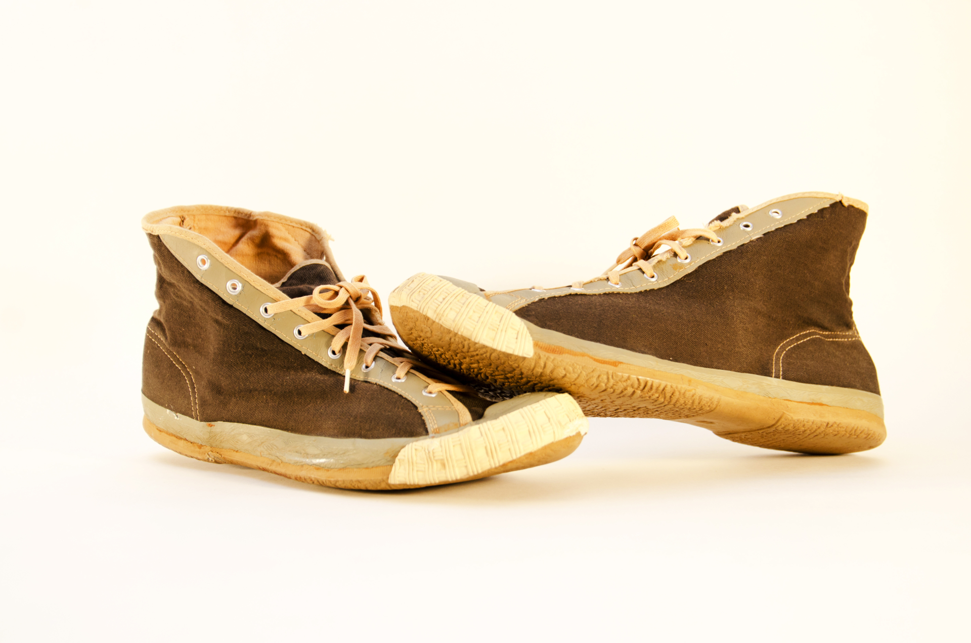 1920 converse sneakers