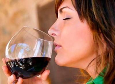10 poderosos beneficios del vino tinto que quizás desconocías