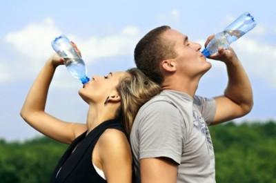¿Qué le pasa al cuerpo cuando dejas de beber agua?