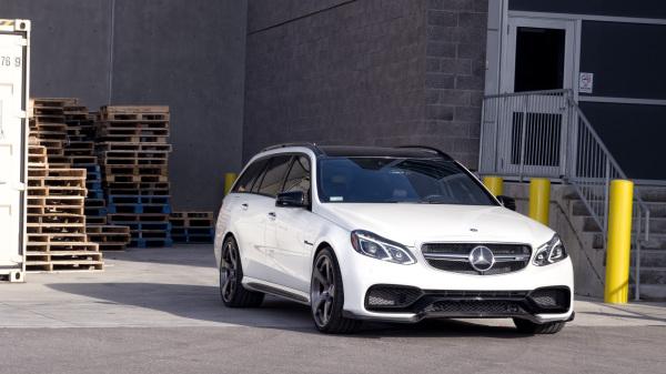 Mercedes Benz E63 S AMG