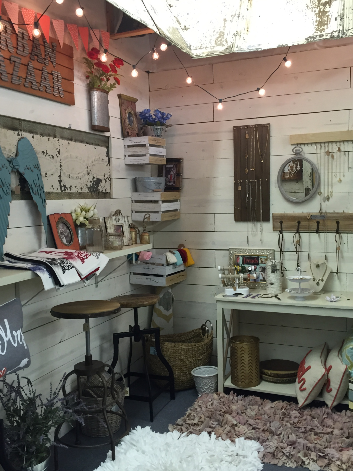 Waco's Largest Gift Store. Angel wings, handmade jewelry, decorative pillows, antiques, are great finds when doing your Waco shopping.