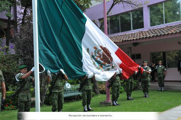 Recepción de Banderas e izamiento