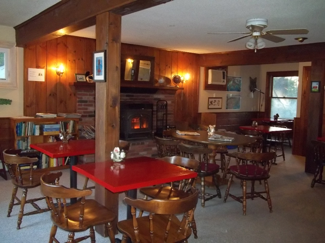 Wiscasset Motor Lodge's dining room serves hot breakfast and has board games