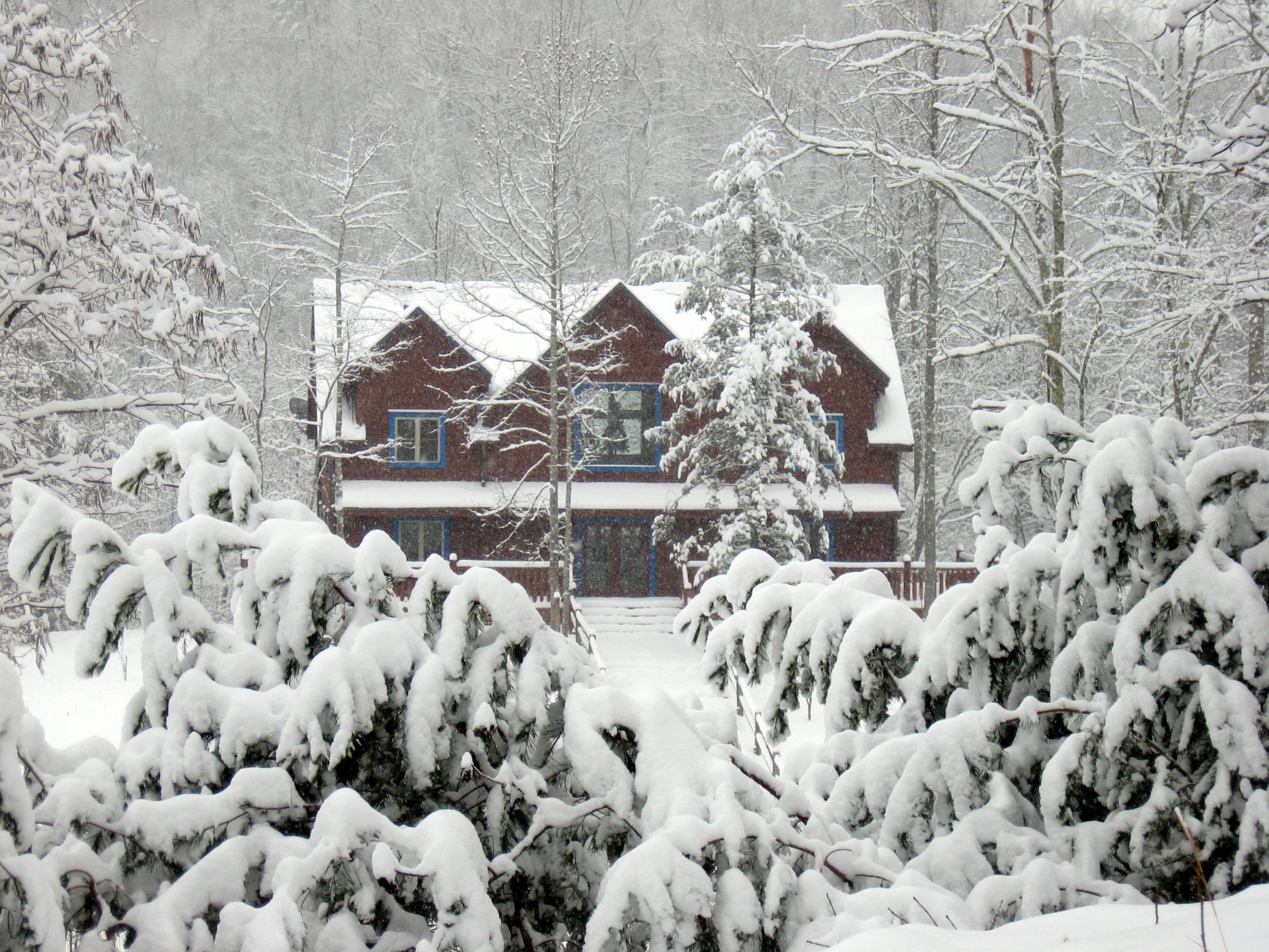 Blue Mountain Lodge Gatlinburg - Snowy Christmas in the Smokies