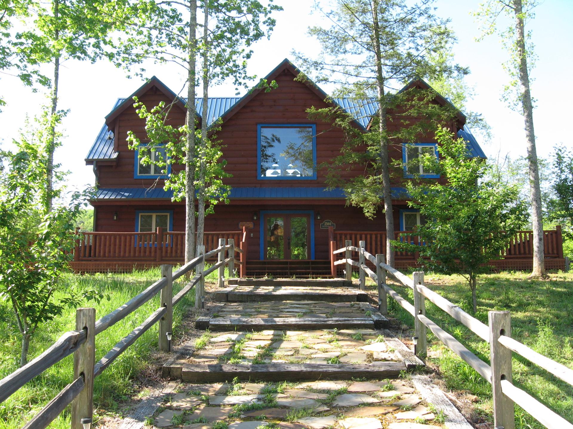 Blue Mountain Lodge Outside
