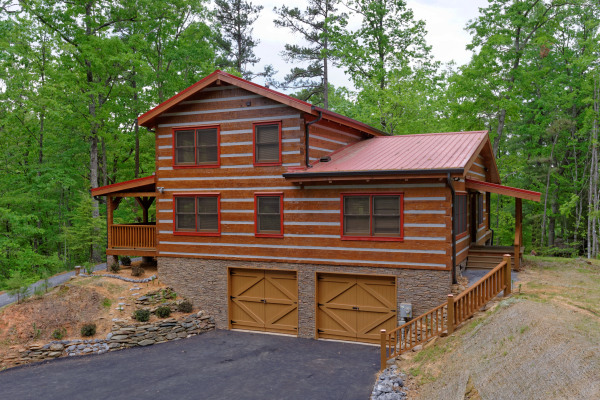 True Appalachian style hand hewn log cabin
