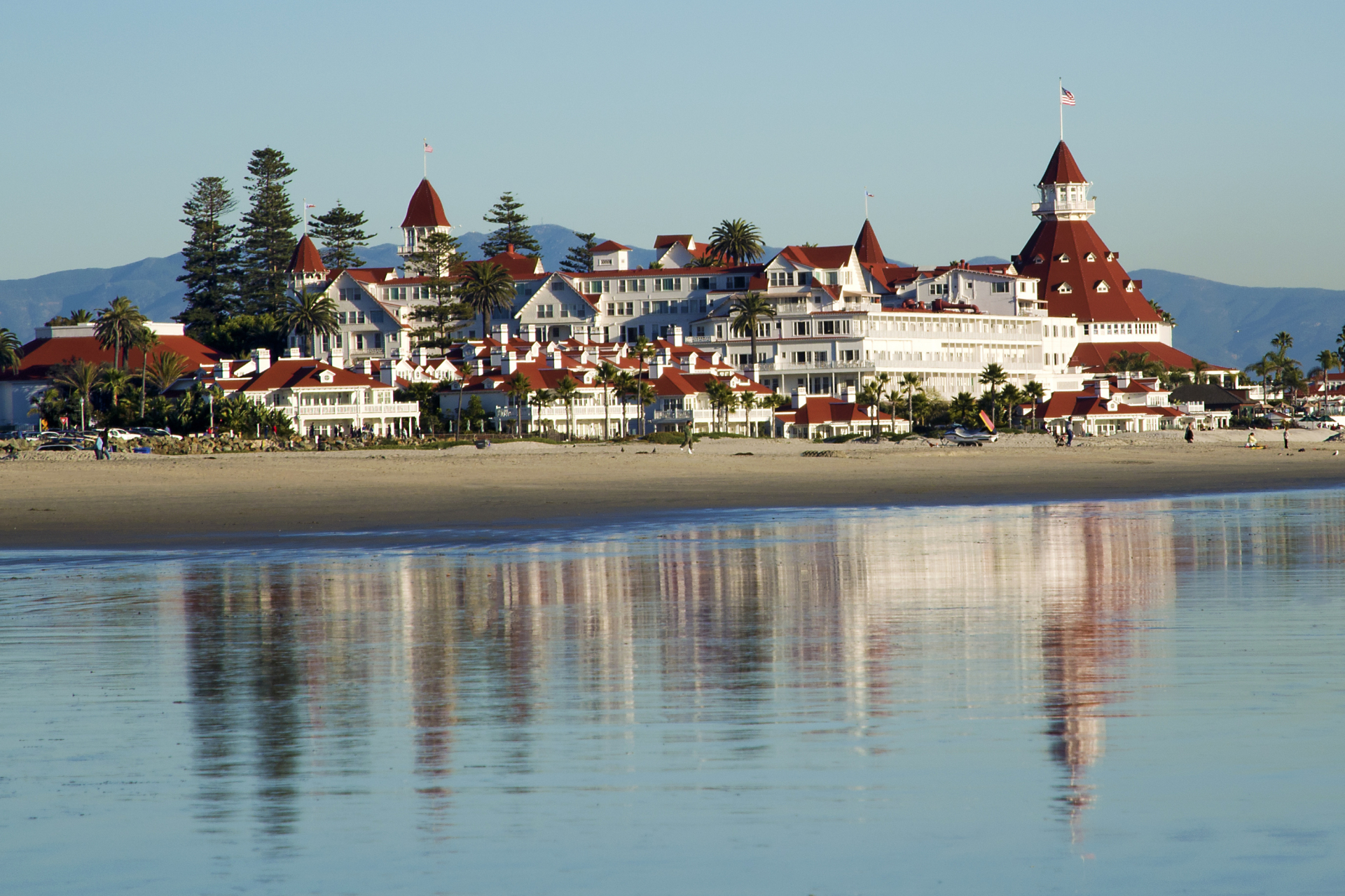 Coronado_del_Hotel_from_the_beach