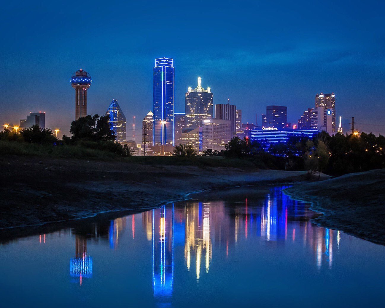 Dallas in mourning in blue