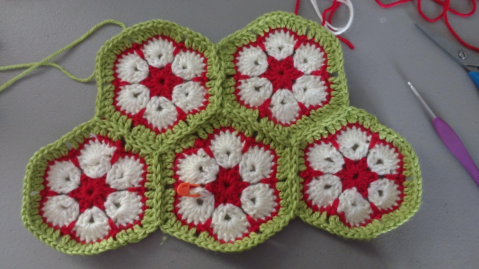 Crochet Hanging Flower Basket Pattern : African flower Hanging Basket - funkifybers.com