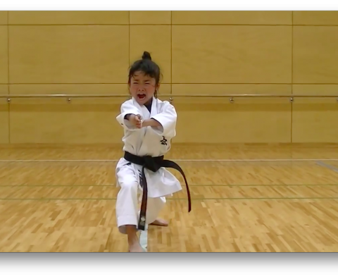 Mahiro (7 years) is practicing her kime