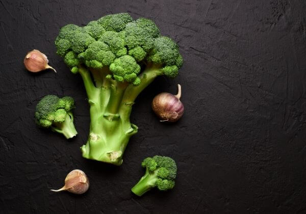 Caramelized Broccoli with Garlic - Men's Health - 1MD