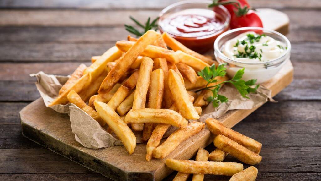 Fries with ketchup and mayonaise