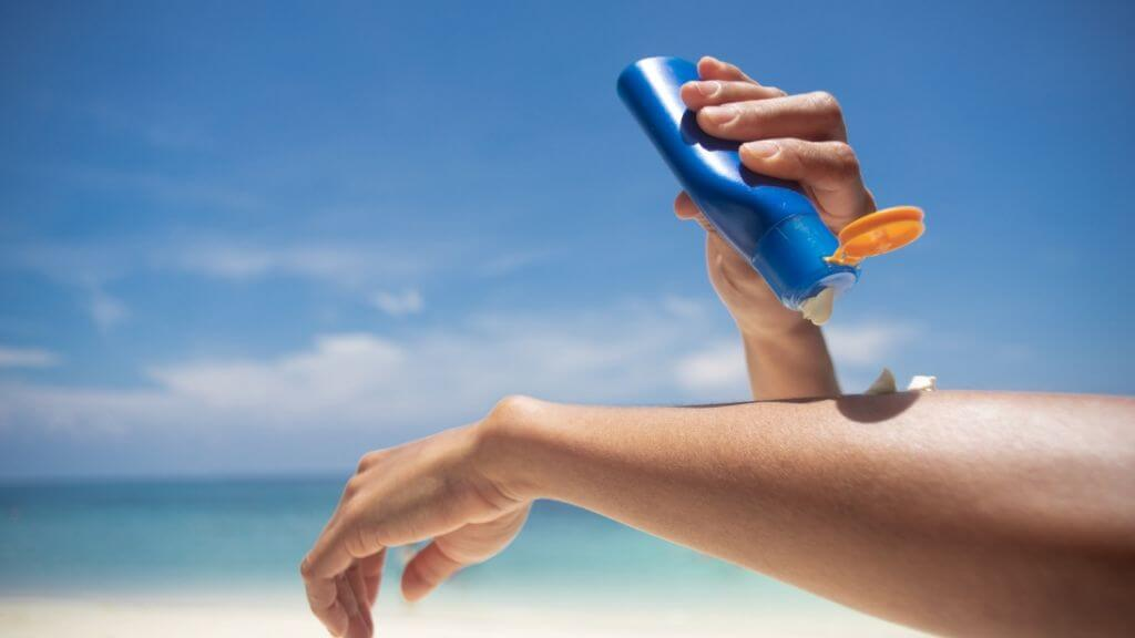 Applying safe sunscreen protect ocean coral reefs
