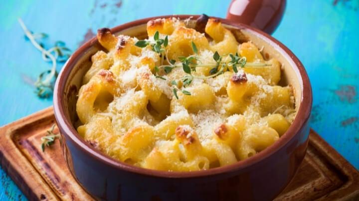 Macaroni and tofu-cheese