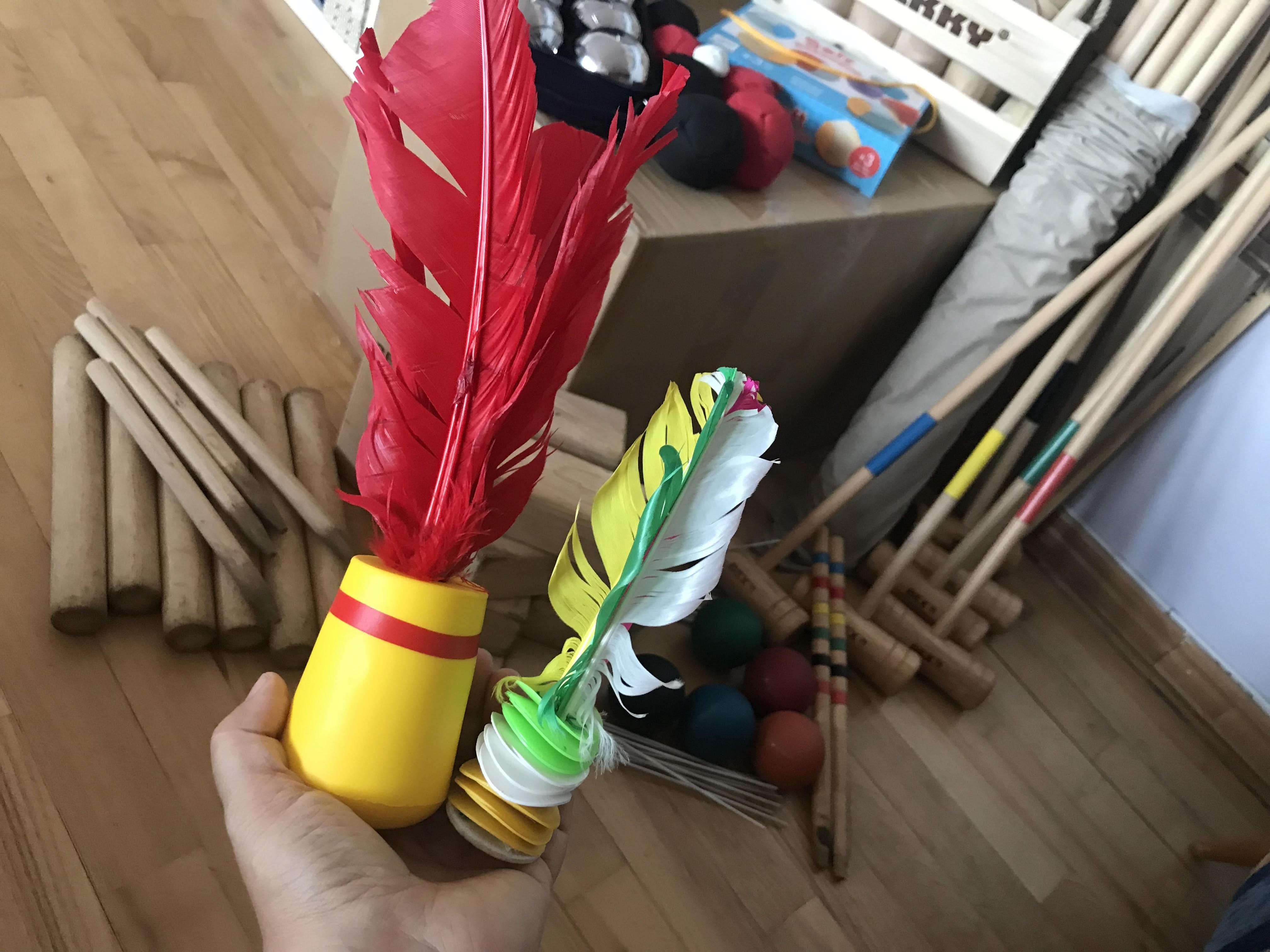 Indiaca (vlevo) a vietnamský badminton