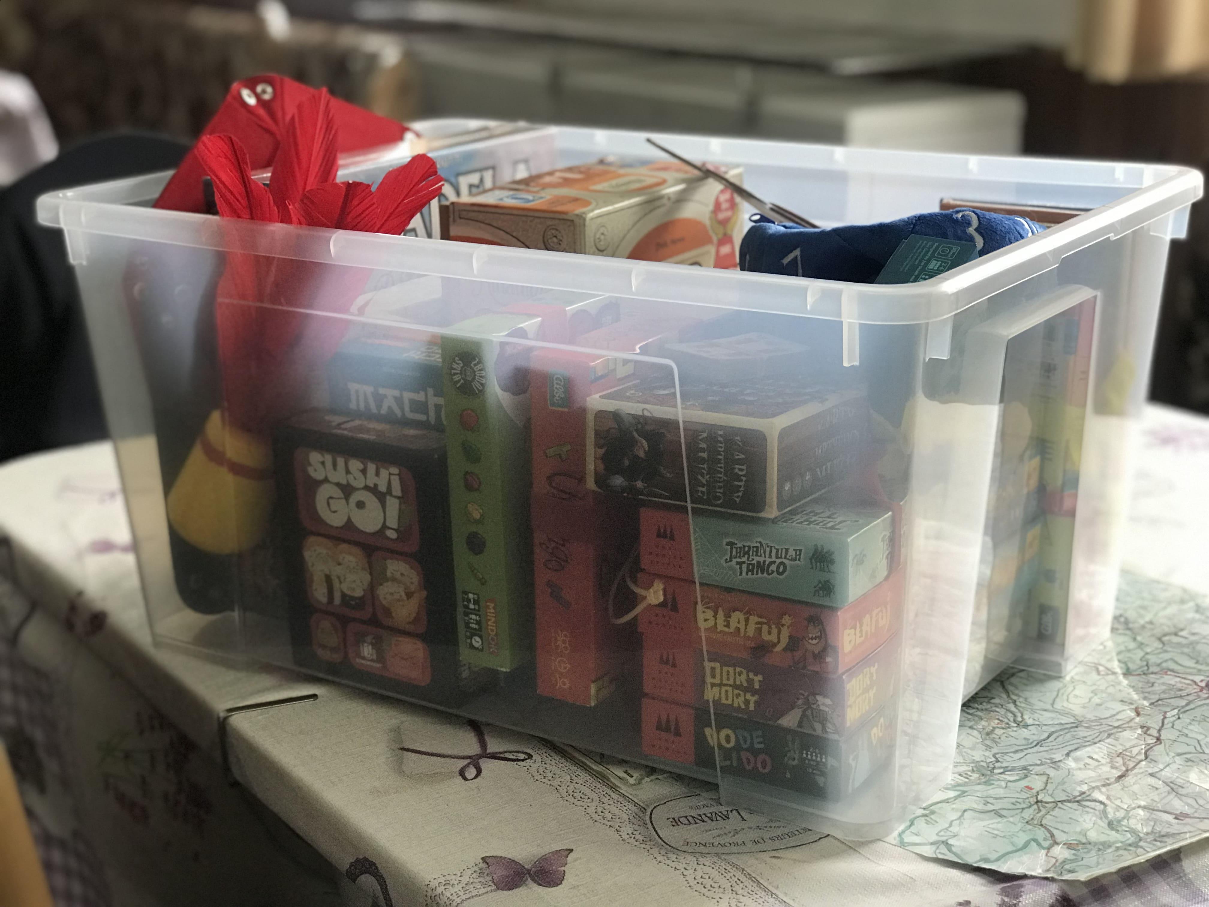 Krabice s deskovkami na výlety