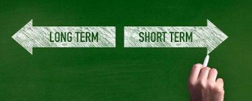 Short-term trading vs long-term trading