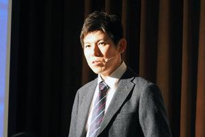 宣伝広報部の柳澤氏