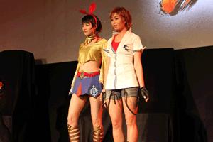 左の高野人母美さんはジョシー・リサール、稲村亜美さんは風間飛鳥のコスプレ